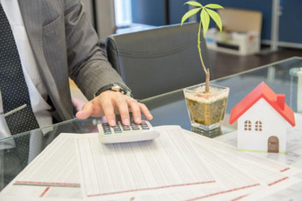 弁護士や会計士等の専門家のサポートが受けられます。